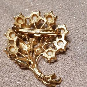 Jewelry - Vintage 1970s Brooch Goldtone Porcelain Bouquet
